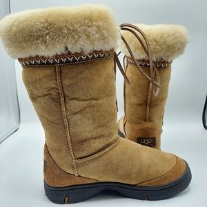 UGG Boots women's chesnut with tie size 6